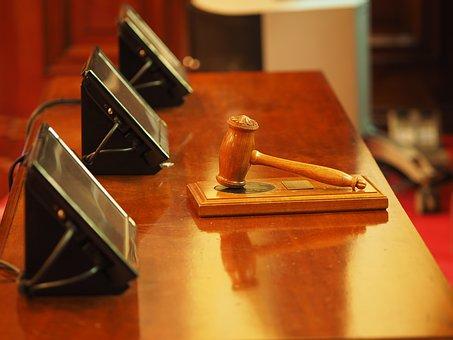 judge-1587300__340
